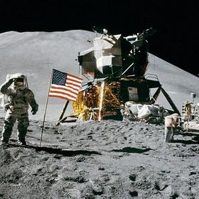 Zrobiliśmy z Księżyca wysypisko śmieci