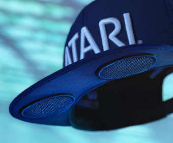 Atari stworzyło czapkę z głośnikami w daszku