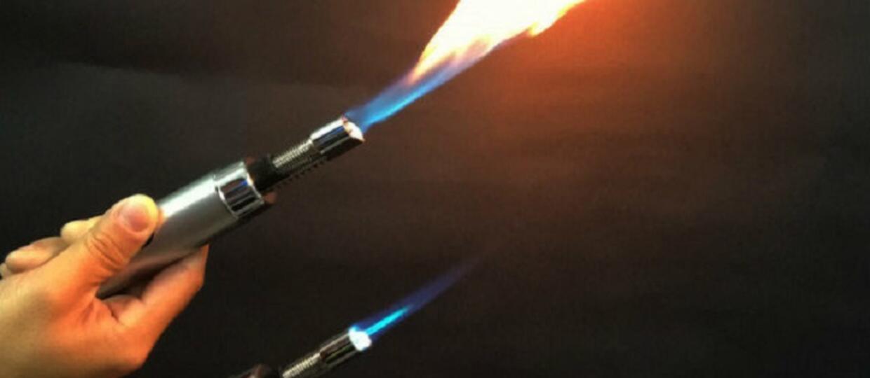 Chinki używają miotaczy płomieni do obrony przed gwałtem