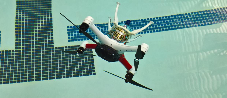 Dron Loon lata, pływa i nurkuje
