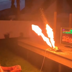 Nintendo 65 z miotaczem ognia