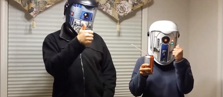 """Hełmy świergoczące językiem droidów z """"Gwiezdnych Wojen"""""""