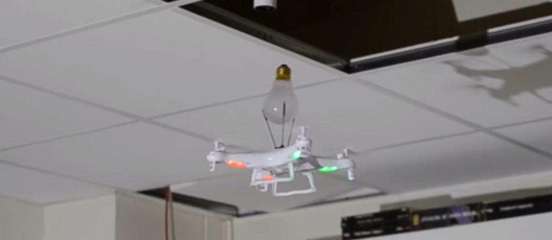 Ile dronów trzeba, żeby wymienić żarówkę?