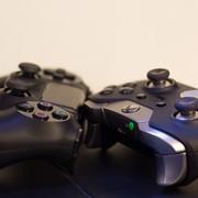 pady do Xbox One X i PlayStation 4