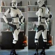 Lateksowy kostium szturmowca