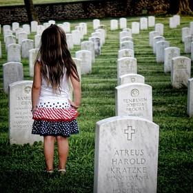 14-latka zabiła się przez internautów. Jej ojciec zaprosił ich na pogrzeb