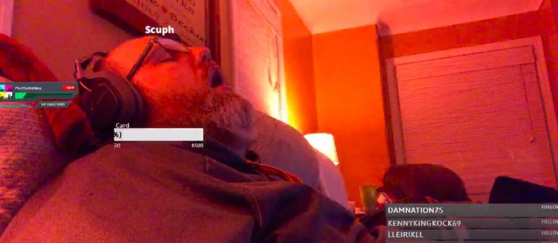 Oglądany przez zero osób streamer zasnął podczas transmisji. Zdobył setki widzów