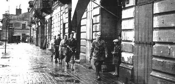Powstanie Warszawskie na żywo na Twitterze