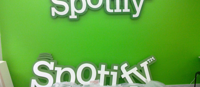 Spotify dodaje użytkownikom utwory wskazane przez wytwórnie
