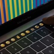 Nowe MacBooki Pro z dodatkowym ekranem dotykowym