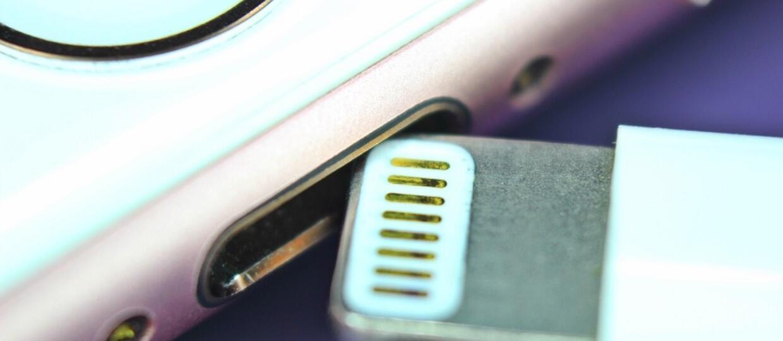 Apple nie dołączy już do iPhone'ów przejściówki na minijacka