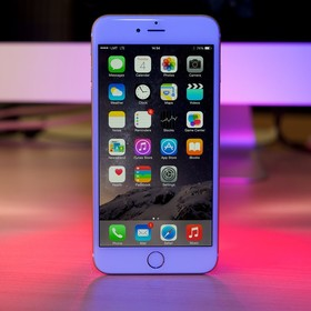 Apple oficjalnie przyznało, że spowalnia starsze iPhone'y