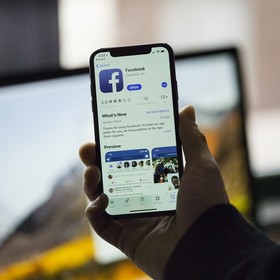 Facebook na iPhonie