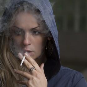 kobieta z fajkiem