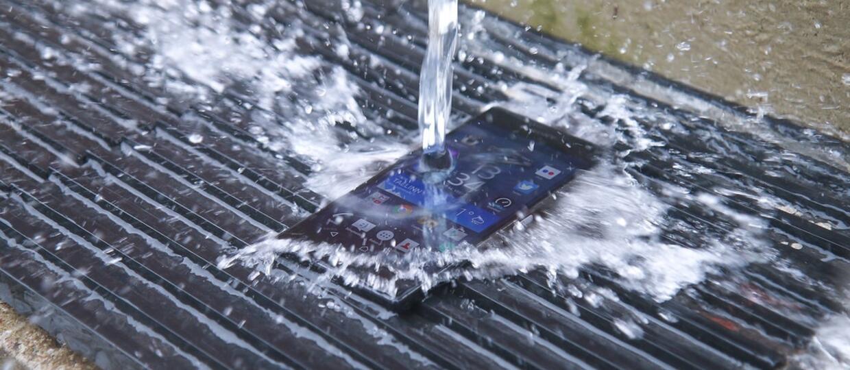 Jak naprawić smartfona po zalaniu?