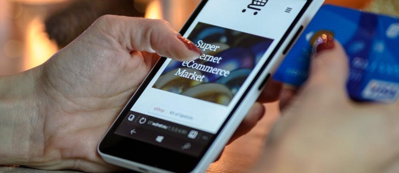 mobilne zakupy na smartfonie
