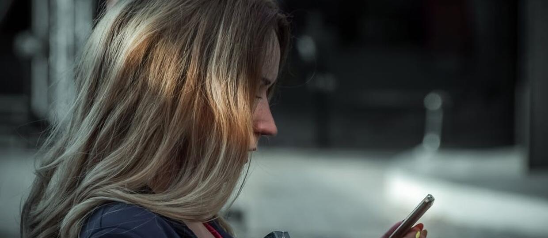 Oszuści zarabiają na wyzywaniu odbiorców SMS-ów