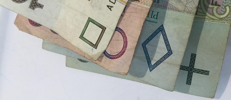 PiS podnosi płacę minimalną